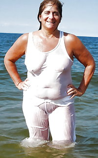BBW matures and grannies at the beach (65)
