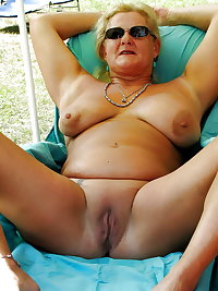 BBW matures and grannies at the beach (98)