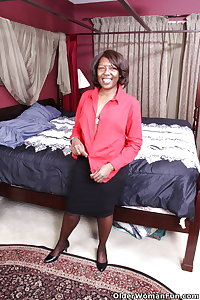 52 year old ebony milf Amanda from OlderWomanFun