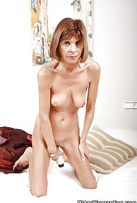 Over 50 and British mom Maria from OlderWomanFun
