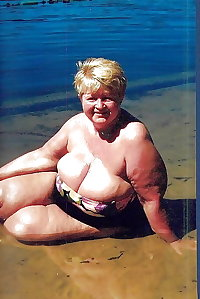 BBW matures and grannies at the beach 314