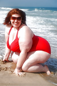BBW matures and grannies at the beach 327