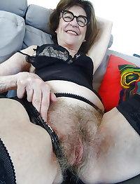 Hot granni show