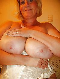 Busty Curvy Mature Wife Sandra
