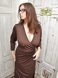 Sexy Busty Mature Milf Antonia 2