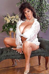 51 year old milf Ashley from OlderWomanFun