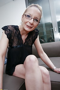 Mature nerdy mother with hungry old cunt