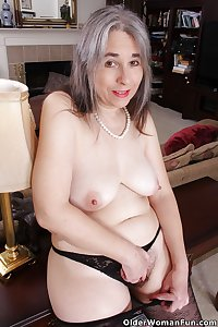45 year old American milf Kelli from OlderWomanFun