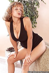 41 year old mom Gabrielle from OlderWomanFun